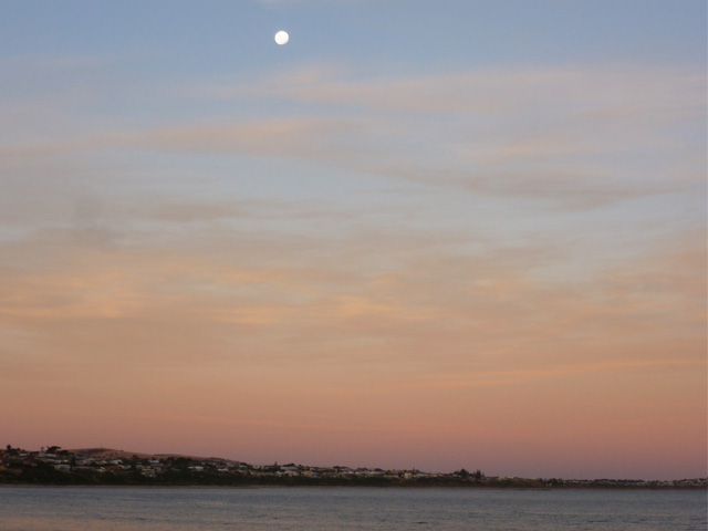 Moon rise at Victor Harbor